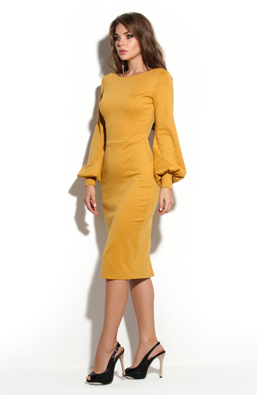 Купить в интернет-магазине платье-футляр горчичного цвета с вырезом на спине