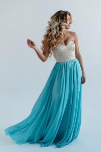 Вечернее платье-корсет с золотым верхом и голубой юбкой купить в интернет-магазине