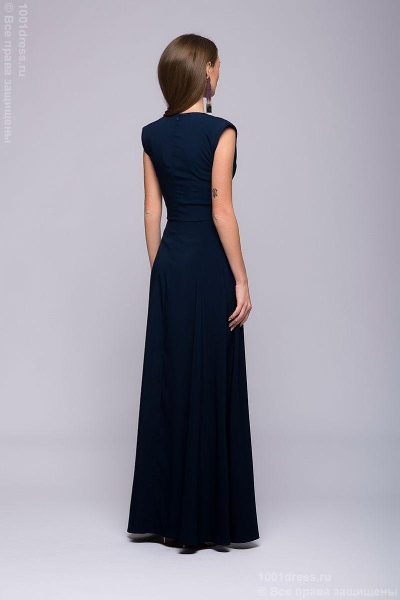 Заказать Длинное темно-синее платье с глубоким декольте с бесплатной доставкой по России