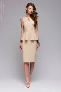 Платье-футляр бежевого цвета без рукавов с баской купить в интернет-магазине