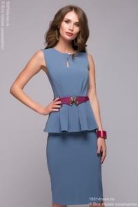 Платье-футляр голубого цвета без рукавов с баской купить в Воронеже