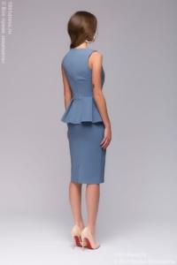 Заказать Платье-футляр голубого цвета без рукавов с баской с бесплатной доставкой по России