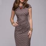 Платье-футляр цвета мокко в горошек dm00204br-3