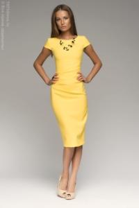 Желтое платье-футляр с короткими рукавами купить в интернет-магазине