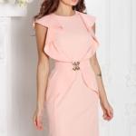 Платье-футляр персикового цвета с воланами и поясом без рукавов sz00152ph-1