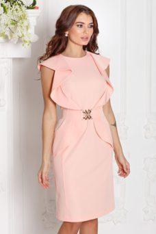 55d0d076004 ... Платье-футляр персикового цвета с воланами и поясом без рукавов купить  в Воронеже