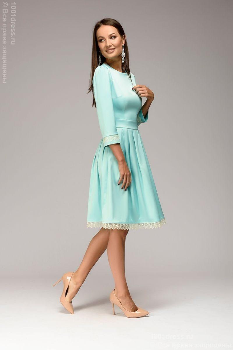 Платье длины мини мятного цвета с кружевной отделкой и рукавами 3/4 купить в интернет-магазине
