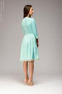Заказать Платье длины мини мятного цвета с кружевной отделкой и рукавами 3/4 с бесплатной доставкой по России