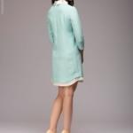 Платье-рубашка свободного кроя с голубым принтом и белой отделкой dm00908lb-3