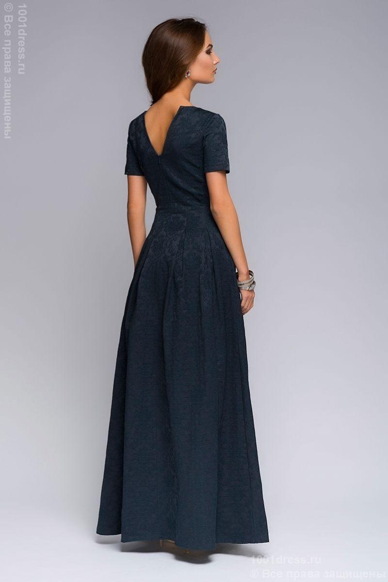 Вечернее платье макси темно-синего цвета с вырезом на груди dm00383db-4