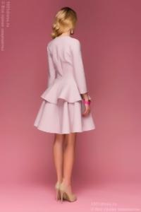 Заказать Платье цвета пудры длины мини из жаккарда с баской и вырезом на груди с бесплатной доставкой по России