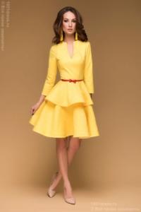 Желтое платье длины мини из жаккарда с баской и вырезом на груди купить в интернет-магазине
