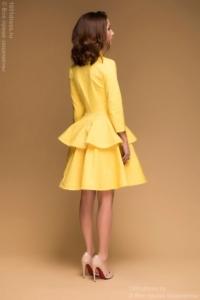 Заказать Желтое платье длины мини из жаккарда с баской и вырезом на груди с бесплатной доставкой по России