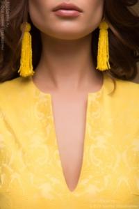 Купить Желтое платье длины мини из жаккарда с баской и вырезом на груди в магазине женской одежды в Воронеже
