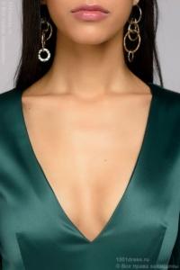 Купить Изумрудное платье миди с глубоким декольте и рукавами 3/4 в магазине женской одежды в Воронеже