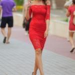 Красное гипюровое платье длины миди с открытыми плечами zd01995rd-1