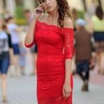 Красное гипюровое платье длины миди с открытыми плечами zd01995rd-2