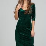 Бархатное платье-футляр изумрудного цвета с глубоким вырезом ds00313gr-1