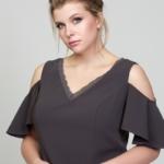Короткое платье цвета мокко с открытыми плечами и воланами большого размера dsb00034mo-6