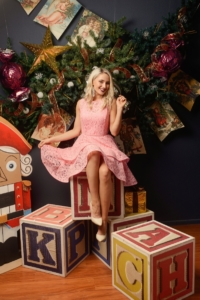 Розовое кружевное платье мини без рукавов с пышной юбкой купить в Воронеже