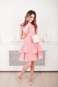 Заказать Розовое кружевное платье мини без рукавов с пышной юбкой с бесплатной доставкой по России