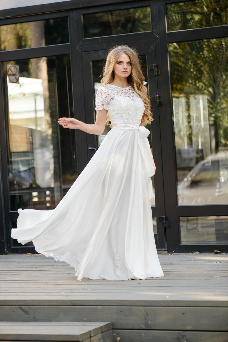 945a8e4d7dd Длинное белое платье с пышной юбкой и кружевным верхом с короткими рукавами  купить в Воронеже