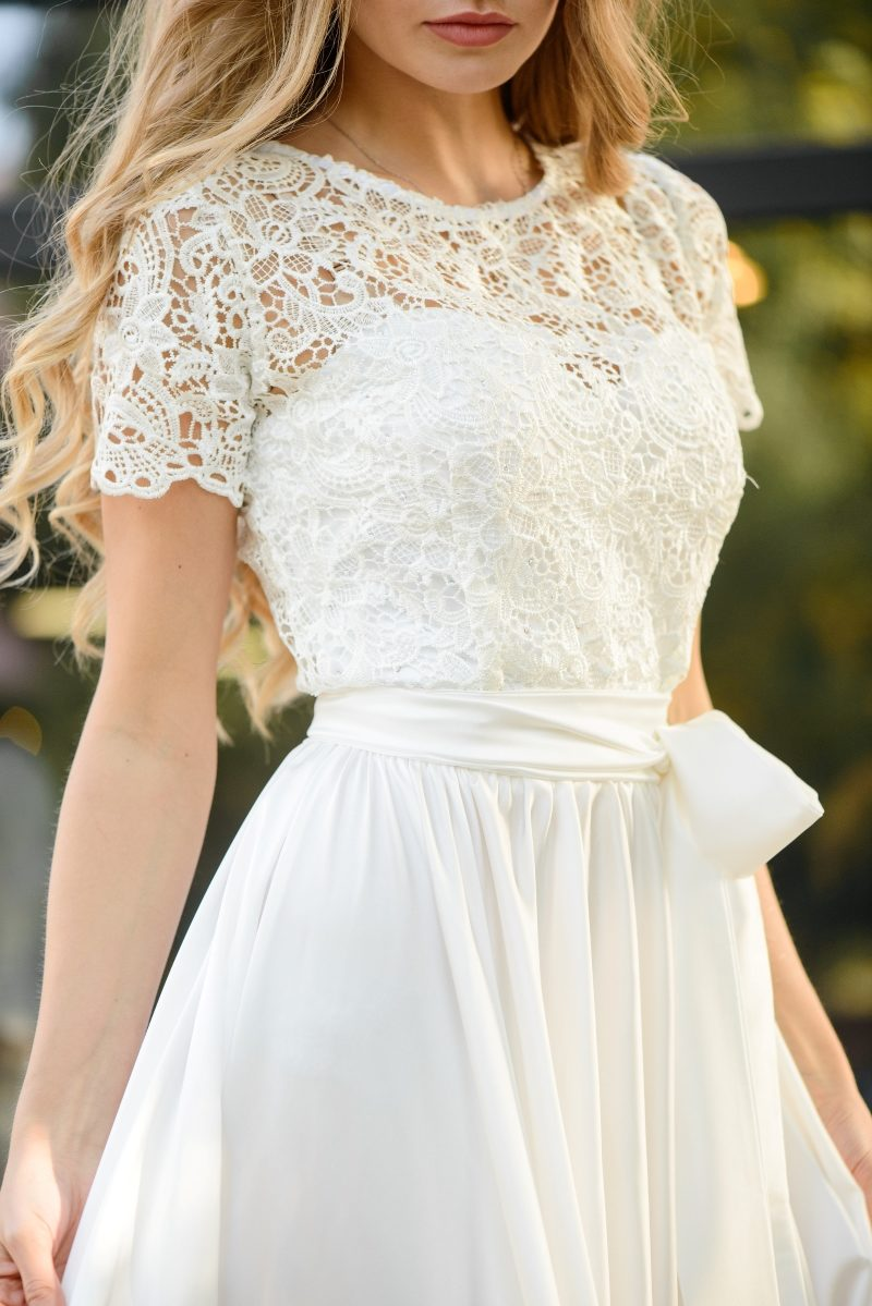 Длинное белое платье с пышной юбкой и кружевным верхом с короткими рукавами купить в интернет-магазине