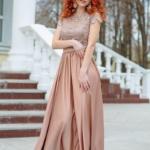 Длинное бежевое платье с пышной юбкой и кружевным верхом с короткими рукавами zd00335bg-1