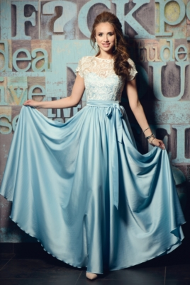 Длинное голубое платье с пышной юбкой и кружевным верхом с короткими рукавами купить в интернет-магазине