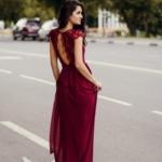 Длинное платье вишневого цвета с шифоновой юбкой и вырезом на спине zd00296ch-3