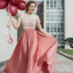 Длинное розовое платье с пышной юбкой и кружевным верхом с короткими рукавами zd00335pk-2