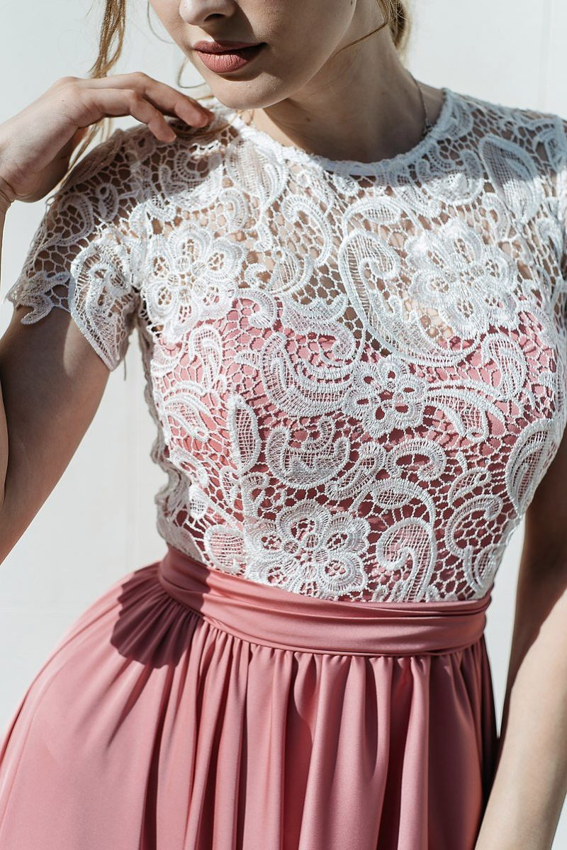 Заказать Длинное розовое платье с пышной юбкой и кружевным верхом с короткими рукавами с бесплатной доставкой по России