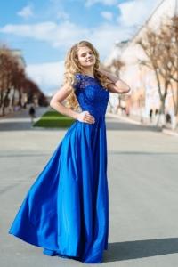 Заказать Длинное синее платье с пышной юбкой и кружевным верхом с короткими рукавами с бесплатной доставкой по России