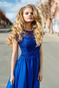 Купить Длинное синее платье с пышной юбкой и кружевным верхом с короткими рукавами в магазине женской одежды в Воронеже