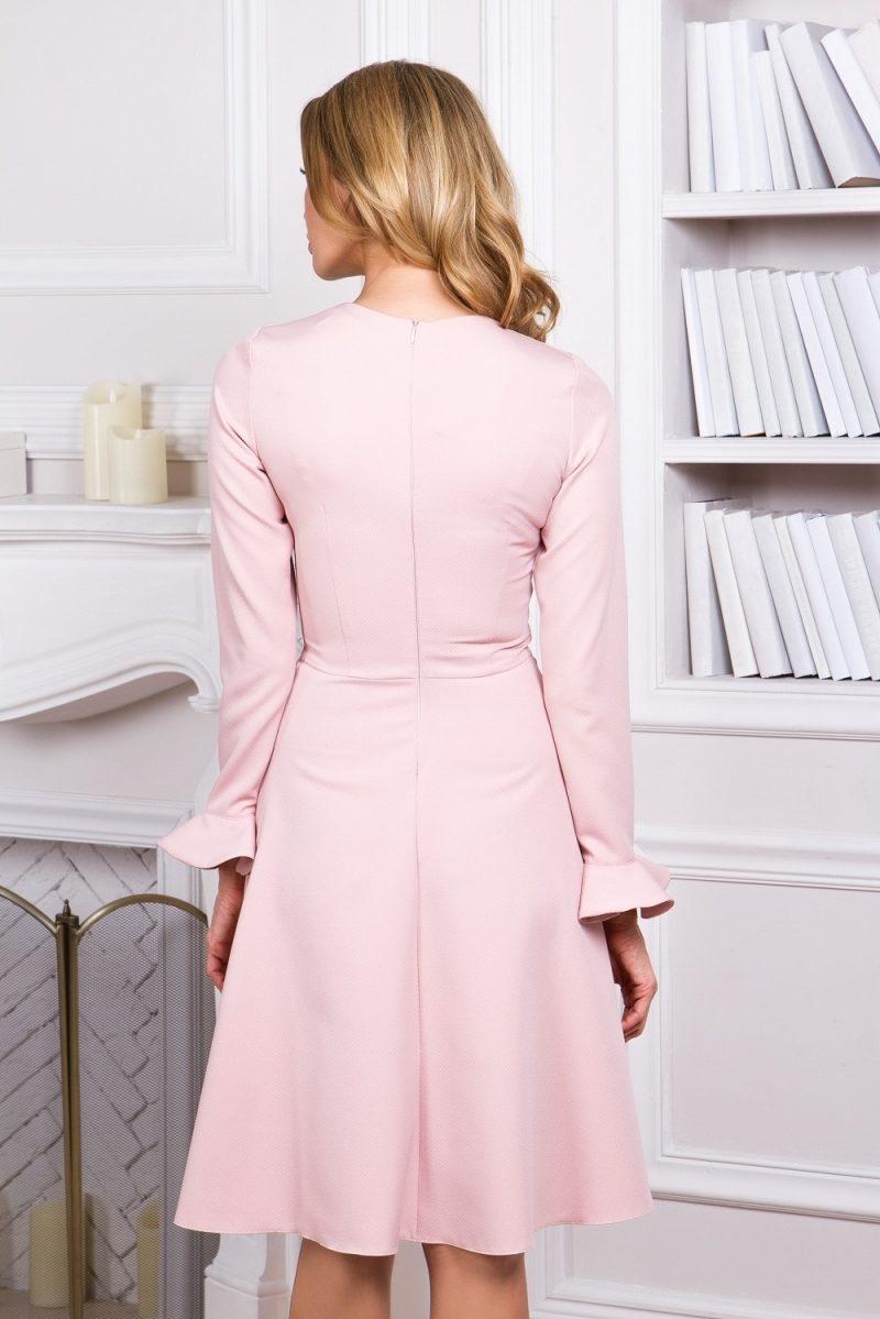 Заказать Нежно-розовое платье с расклешенной юбкой и длинными рукавами с бесплатной доставкой по России