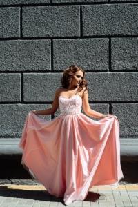 Вечернее платье-корсет цвета пудры с кружевным верхом и фатиновой юбкой купить в Воронеже