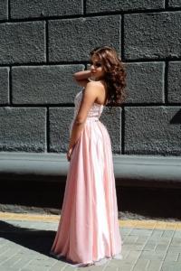 Заказать Вечернее платье-корсет цвета пудры с кружевным верхом и фатиновой юбкой с бесплатной доставкой по России