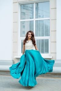 Вечернее платье с бирюзовой юбкой и золотым верхом с вырезом на спине купить в Воронеже