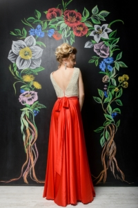 Вечернее платье с красной юбкой и золотым верхом с вырезом на спине купить в интернет-магазине