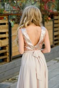 Вечернее платье цвета пудры с верхом из пайеток и вырезом на спине купить в интернет-магазине