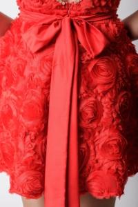 Купить Короткое красное платье из крупных роз с вырезом на спине в магазине женской одежды в Воронеже