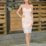 Пудровое платье-футляр с корсетным верхом и молочным кружевом zd00336pw-1