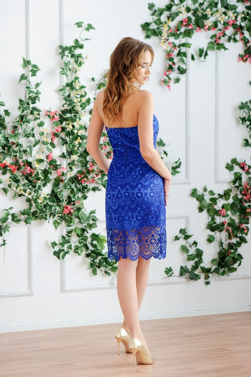 Заказать Синее платье-футляр с корсетным верхом и кружевом с бесплатной доставкой по России
