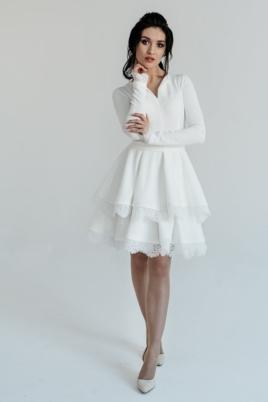 Белое платье мини с 2-ярусной юбкой и длинными рукавами купить в Воронеже