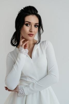 Белое платье мини с 2-ярусной юбкой и длинными рукавами купить в интернет-магазине