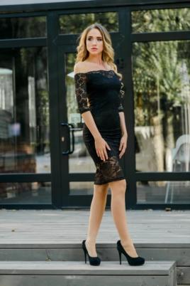 Черное гипюровое платье длины миди с открытыми плечами купить в Воронеже