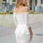 Гипюровое платье молочного цвета с баской и открытыми плечами zd00343wh-3