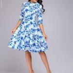 Короткое белое платье с голубым цветочным принтом и рукавами 3/4 dm01161wh-2