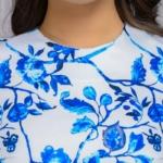 Короткое белое платье с голубым цветочным принтом и рукавами 3/4 dm01161wh-4