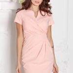 Короткое платье-футляр персикового цвета с драпировкой и короткими рукавами sz00026ph-1